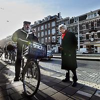 Nederland, Amsterdam , 23 december 2013.<br />  berry den brinker, heeft een boek geschreven over onveilige plekken zoals hier op de foto op de van Baerlestraat bij het Museumplein.<br /> Op 3 januari wordt in het Designhuis in Eindhoven het boek Zicht op Ruimte van Berry den Brinker gepresenteerd.Den Brinker betoogd in zijn boek Zicht op Ruimte. Handboek voor de visuele toegankelijkheid en bruikbaarheid van de gebouwde omgeving, dat juist op dit vlak ontwerpers meer verantwoordelijkheid kunnen nemen. Den Brinker heeft het hier niet specifiek over mensen met een gezichtsbeperking, sterker nog: hij beweert dat er niet zoiets bestaat als bijzondere voorzieningen voor slechtzienden omdat we allemaal op onze eigen manier slechtziend zijn of kunnen zijn.<br /> Foto:Jean-Pierre Jans