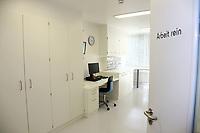 Mannheim. 28.07.17   Neue Stammzell-Transplantationseinheit<br /> &bdquo;Das Universitätsklinikum Mannheim ist ein überregional bedeutendes Zentrum für schwere Blutkrebs-Erkrankungen&ldquo;, betonte Oberbürgermeister Dr. Peter Kurz, der auch Aufsichtsratsvorsitzender<br /> des Klinikums ist. &bdquo;Mit der neuen Station und der angeschlossenen Ambulanz profitieren jetzt noch mehr Patienten aus Mannheim, der Metropolregion Rhein-Neckar und weit darüber hinaus von der speziellen Expertise und der lebensrettenden Behandlung.&ldquo;<br /> <br /> <br /> BILD- ID 0537  <br /> Bild: Markus Prosswitz 28JUL17 / masterpress (Bild ist honorarpflichtig - No Model Release!)