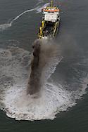 Rijkswaterstaat is op 6 januari 2015 begonnen met het aanbrengen van zand voor de Noordzeekust van Ameland-Midden. Tussen paal 12 en paal 17 storten baggerschepen op 500 tot 1.000 meter uit de kust 2 miljoen kubieke meter zand op de zeebodem. Hierdoor blijft Ameland goed beschermd tegen de zee. Op ondiepe plaatsen spuiten de schepen het zand als een regenboog in het water. Dit wordt wel rainbowen genoemd.