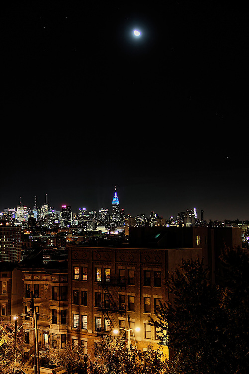 Night view of the Empire State Building from Jersey City.