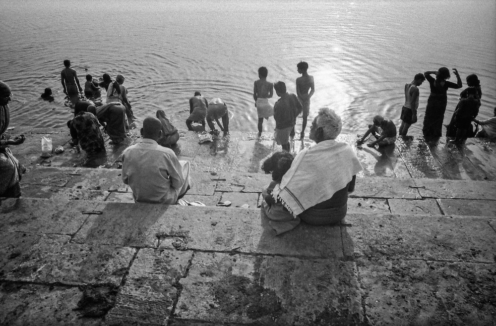 198 / In Indien: ASIA, INDIA, UTTAR PRADESH, VARANASI, BANARES, 2002: Om or Aum is a sacred or mystical syllable in most Dharmic or Indian religions, specifically Hinduism, Jainism and Mahayana Buddhism. Varanasi also commonly known as Benares or Benaras is a city situated on the banks of the River Ganges in the Indian state of Uttar Pradesh. It is regarded as a holy city by Hindus, Buddhists and Jains. It is one of the oldest continuously inhabited cities in the world and the oldest in India. Marco del Pra / imagetrust - Stichworte: -