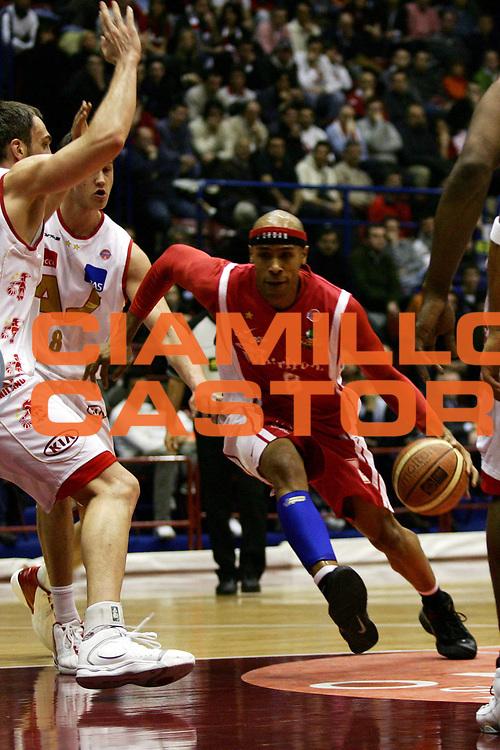 DESCRIZIONE : Milano Lega A1 2006-07 Armani Jeans Milano Whirlpool Varese<br /> GIOCATORE : Holland<br /> SQUADRA : Whirlpool Varese<br /> EVENTO : Campionato Lega A1 2006-2007<br /> GARA : Armani Jeans Milano Whirlpool Varese<br /> DATA : 18/02/2007<br /> CATEGORIA : Penetrazione<br /> SPORT : Pallacanestro<br /> AUTORE : Agenzia Ciamillo-Castoria/L.Lussoso<br /> Galleria : Lega Basket A1 2006-2007<br /> Fotonotizia : Milano Campionato Italiano Lega A1 2006-2007 Armani Jeans Milano Whirlpool Varese<br /> Predefinita :