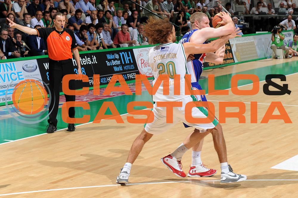 DESCRIZIONE : Siena Lega A 2010-11 Finale Play off Gara 5 Montepaschi Siena Bennet Cantu<br /> GIOCATORE : Shaun Stonerook<br /> CATEGORIA : difesa<br /> SQUADRA : Montepaschi Siena<br /> EVENTO : Campionato Lega A 2010-2011<br /> GARA : Montepaschi Siena Bennet Cantu<br /> DATA : 19/06/2011<br /> SPORT : Pallacanestro<br /> AUTORE : Agenzia Ciamillo-Castoria/GiulioCiamillo<br /> Galleria : Lega Basket A 2010-2011<br /> Fotonotizia : Siena Lega A 2010-11 Finale Play off Gara 5 Montepaschi Siena Bennet Cantu<br /> Predefinita :