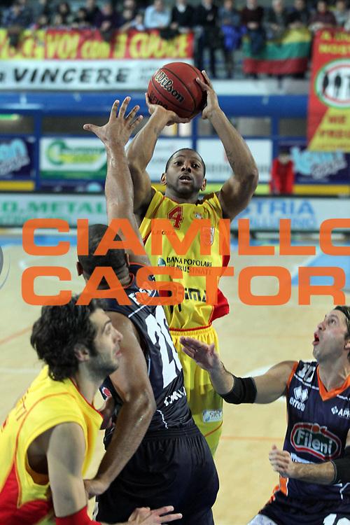 DESCRIZIONE : Frosinone Lega Due 2010-11 Prima Veroli Fileni BPA Jesi<br /> GIOCATORE : James Scoonie Penn <br /> SQUADRA : Prima Veroli<br /> EVENTO : Campionato Lega Due 2010-2011<br /> GARA : Prima Veroli Fileni BPA Jesi <br /> DATA : 13/02/2011<br /> CATEGORIA :  tiro<br /> SPORT : Pallacanestro <br /> AUTORE : Agenzia Ciamillo-Castoria/A.Ciucci<br /> Fotonotizia : Frosinone Lega Due 2010-11 Prima Veroli Fileni BPA Jesi<br /> Predefinita :