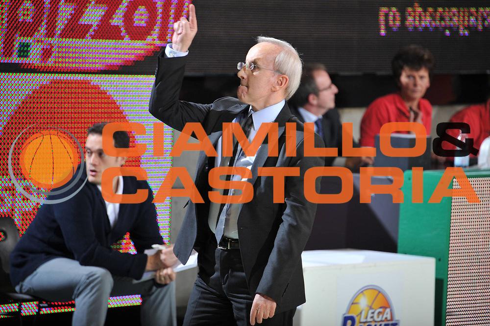 DESCRIZIONE : Treviso Lega A 2010-11 Benetton Treviso Armani Jeans Milano<br /> GIOCATORE : Dan Peterson<br /> SQUADRA : Armani Jeans Milano<br /> EVENTO : Campionato Lega A 2010-2011 <br /> GARA : Benetton Treviso Armani Jeans Milano<br /> DATA : 29/01/2011<br /> CATEGORIA : Cambio<br /> SPORT : Pallacanestro <br /> AUTORE : Agenzia Ciamillo-Castoria/M.Gregolin<br /> Galleria : Lega Basket A 2010-2011 <br /> Fotonotizia : Treviso Lega A 2010-11 Benetton Armani Jeans Milano<br /> Predefinita :
