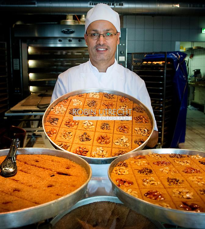 ROTTERDAM - Bakkerij Fes is klaar voor de ramadan . COPYRIGHT ROBIN UTRECHT