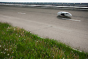 HPT Delft, een team van studenten van de TU Delft en de VU Amsterdam, trainen op de baan van de RDW voor de recordpoging ligfietsen.<br />