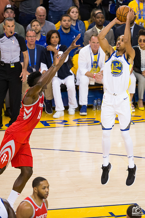 Golden State Warriors guard Shaun Livingston (34) shoots a jumper against the Houston Rockets during Game 6 of the Western Conference Finals at Oracle Arena in Oakland, Calif., on May 26, 2018. (Stan Olszewski/Special to S.F. Examiner)