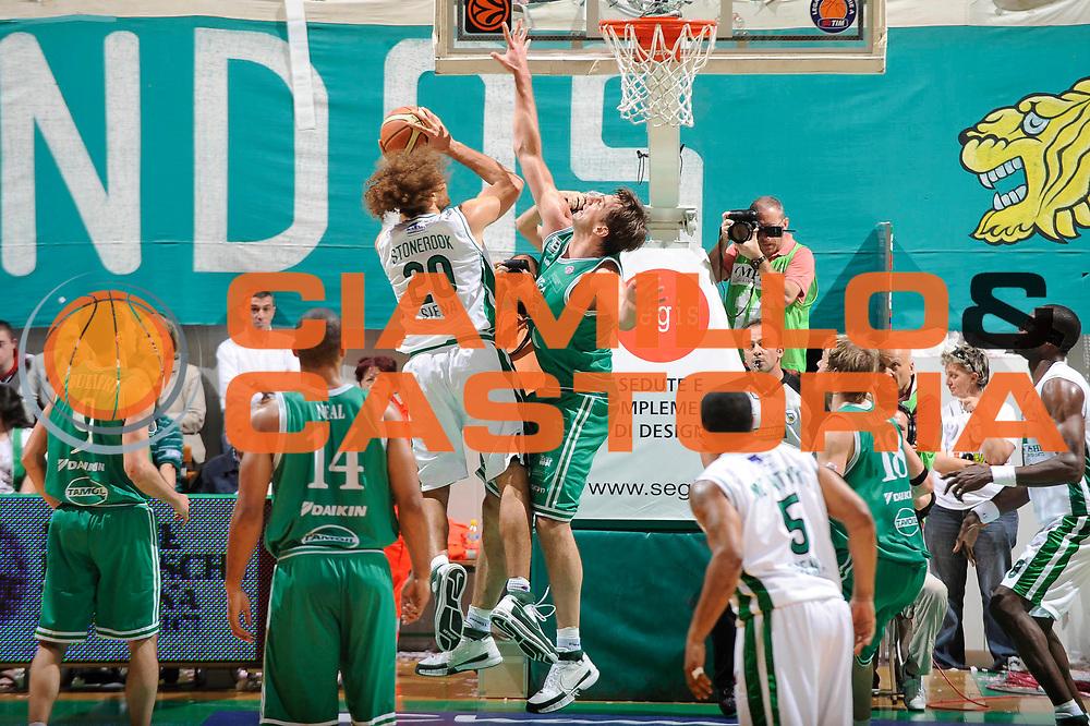 DESCRIZIONE : Siena Lega A 2008-09 Playoff Semifinale Gara 3 Montepaschi Siena Benetton Treviso<br /> GIOCATORE : Shaun Stonerook<br /> SQUADRA : Montepaschi Siena<br /> EVENTO : Campionato Lega A 2008-2009 <br /> GARA : Montepaschi Siena Benetton Treviso<br /> DATA : 03/06/2009<br /> CATEGORIA : difesa<br /> SPORT : Pallacanestro <br /> AUTORE : Agenzia Ciamillo-Castoria/G.Ciamillo