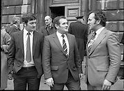TDs arrive for the opening session of the 23rd Dáil...9-03-82.03-09-1982.9th March 1982..Pictured At Leinster House. ..Cork South-Central  Fianna Fáil TD Gene Fitzgerald chatting with Sean Murphy of Cullen Mallow and CollisThornton of Kanturk Co Cork.