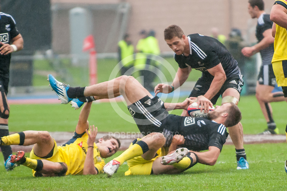Tim Mikkelson is tackled during the New Zealand v Australia quarter-final at the IRB Emirates Airline Glasgow 7s at Scotstoun in Glasgow. 4 May 2014. (c) Paul J Roberts / Sportpix.org.uk