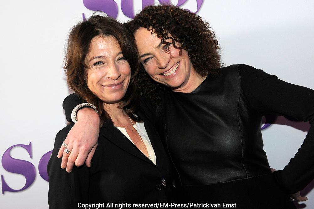 Castpresentatie van de speelfilm Soof op het Westergasterrein, Amsterdam.<br /> <br /> Op de foto:  Marjolein Beumer en zus Antoinette Beumer
