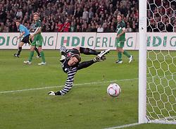 21.09.2010, AWD Arena, Hannover, GER,  1.FBL, Hannover 96 vs Werder Bremen  im Bild  3:1 durch Christian Schulz (Hannover #19) gegen Keeper Tim Wiese ( Werder #01) li Clemens Fritz ( Werder #08)  re Torsten Frings ( Werder #22 ) EXPA Pictures © 2010, PhotoCredit: EXPA/ nph/  Rust+++++ ATTENTION - OUT OF GER +++++ / SPORTIDA PHOTO AGENCY