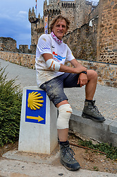 13-06-2017 NED: We hike to change diabetes day 4, Ponferrada<br /> De derde dag van El Acebo naar Ponferrada. Een tocht van 16 km door heuvelachtig landschap maar vooral in de afdaling. Ronald, the day that goes wrong. A fall destroy both D5 body's and lenses and some pain. Tuesday 13rd arghh