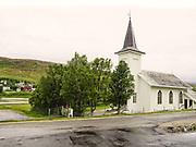 Kvalsund kirke er en langkirke fra 1892/1936 i Kvalsund kommune, Finnmark fylke. Nord-Hålogaland bispedømme. Byggverket er i tre og har 190 plasser. Adkomst til stedet som er et velkjent turistmål er via Rv94. Kvalsund kirke er et kulturminne og har nummer 84848 i Riksantikvarens kulturminnebase. (Wiki) Kirka er eneste bygning i kommunen som ikke ble brent under krigen. Kvalsund kirke er bygdas eldste hus, og var et av få kirkebygg i ... gjorde at folket valgte å reise tilbake straks freden kom - til nedbrente hjem. (Sagat)