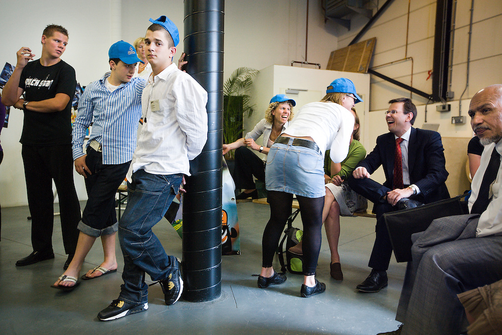Nederland. Hilversum, 6 juni 2007.<br /> Minister Andre Rouvoet van Jeugd en Gezin tijdens de Kindertop , mediapark. Rouvoet in gesprek met deelnemers van een workshop.<br /> Foto Martijn Beekman <br /> NIET VOOR TROUW, AD, TELEGRAAF, NRC EN HET PAROOL