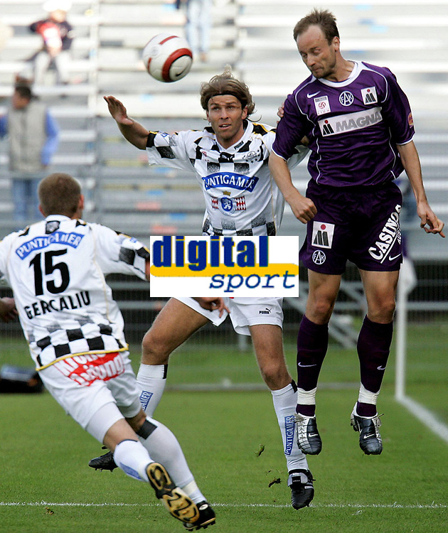 Fotball<br /> T-Mobile Bundesliga<br /> FK Austria Magna Wien vs SK Sturm Graz<br /> 26. september 2004<br /> Foto: Digitalsport<br /> NORWAY ONLY<br /> Ronald Gercaliu, Frank Verlaat (Sturm), Sigurd Rushfeldt (A.Wien)