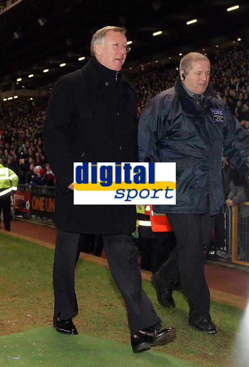 Photo: Paul Thomas.<br />Manchester United v Liverpool. The Barclays Premiership. 22/01/2006.<br /><br />Man Utd manager Sir Alex Ferguson leaves the field a happy