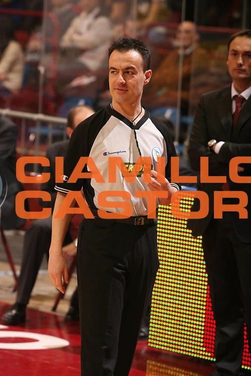 DESCRIZIONE : Milano Lega A1 2007-08 Armani Jeans Milano Angelico Biella <br /> GIOCATORE : Arbitro <br /> SQUADRA : <br /> EVENTO : Campionato Lega A1 2007-2008 <br /> GARA : Armani Jeans Milano Angelico Biella <br /> DATA : 30/03/2008 <br /> CATEGORIA : <br /> SPORT : Pallacanestro <br /> AUTORE : Agenzia Ciamillo-Castoria/G.Ciamillo
