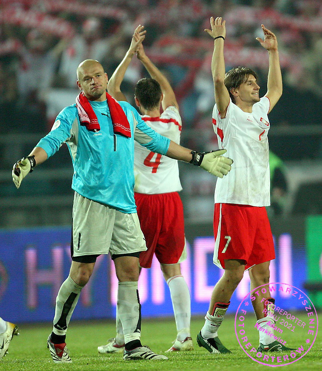 CHORZOW 11/10/2006..POLAND _ PORTUGAL..Euro 2008 Group G qualifier ...WOJCIECH KOWALEWSKI /L/ AND EBI SMOLAREK CELEBRATE AT FULL IME..FOT. PIOTR HAWALEJ / WROFOTO