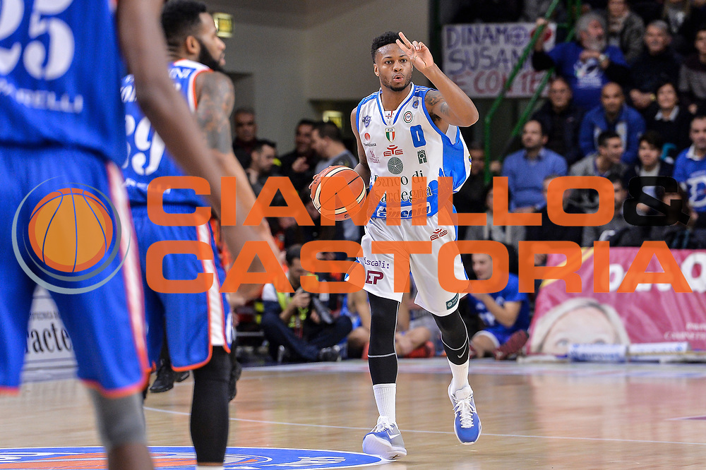 DESCRIZIONE : Beko Legabasket Serie A 2015- 2016 Dinamo Banco di Sardegna Sassari - Acqua Vitasnella Cantu'<br /> GIOCATORE : MarQuez Haynes<br /> CATEGORIA : Palleggio Schema Mani<br /> SQUADRA : Dinamo Banco di Sardegna Sassari<br /> EVENTO : Beko Legabasket Serie A 2015-2016<br /> GARA : Dinamo Banco di Sardegna Sassari - Acqua Vitasnella Cantu'<br /> DATA : 24/01/2016<br /> SPORT : Pallacanestro <br /> AUTORE : Agenzia Ciamillo-Castoria/L.Canu
