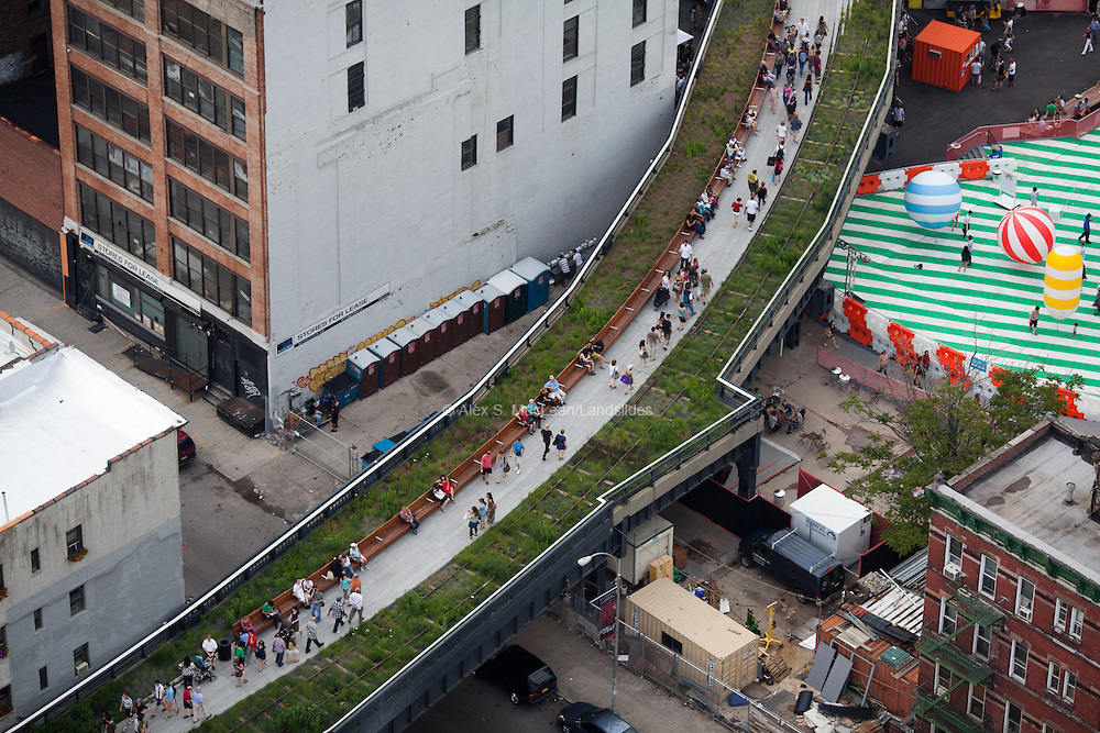 The High Line seating and vegetation