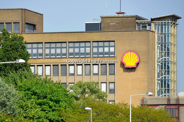 Nederland, Rotterdam, 12-5-2017Kantoor, gebouw op het terrein van de raffinaderij van Shell bij Pernis.Foto: Flip Franssen