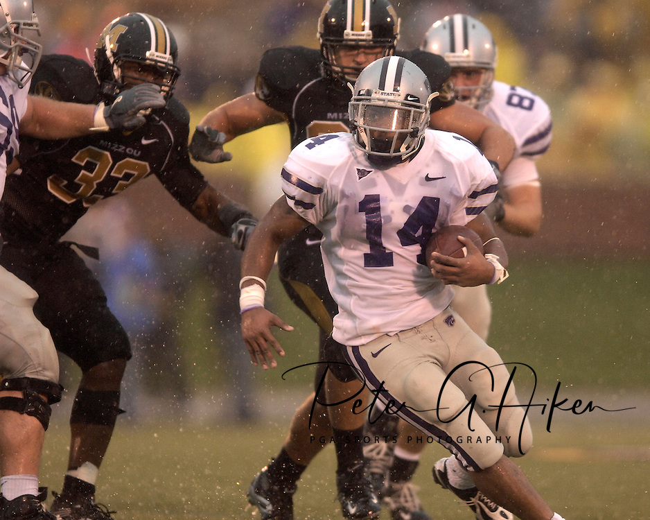 Kansas State running back Leon Patton (14) rushes up field past Missouri defenders in the second half at Faurot Field in Columbia, Missouri, October 21, 2006.  The Tigers beat the Wildcats 41-21.<br />