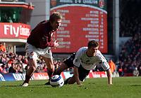 Photo: Olly Greenwood.<br />Arsenal v Charlton Athletic. The Barclays Premiership. 18/03/2006. Arsenal's Alexander Hleb (L) goes past Charlton's Hermann Hreidarsson.