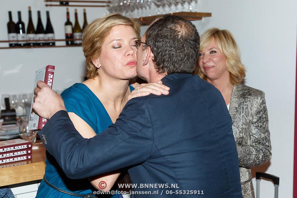NLD/Amsterdam/20151027 - Boeklancering Claudia de Breij - Neem een Geit, ouders Claudia en partner Jessica