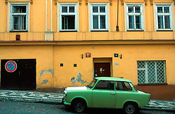 CZECH REPUBLIC PRAGUE JUL00 - Street scene in  Prague's Zizkov district, a traditional workers stronghold where the majority of Prague's Romany population has settled over the past decades....jre/Photo by Jiri Rezac..© Jiri Rezac 2000..Tel:   +44 (0) 7050 110 417.Email: info@jirirezac.com.Web:   www.jirirezac.com