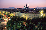 France. massif central. Clermont Ferrand. The cathedral , the old city /  / view from the Hotel des Puys    France  /   La cathedrale , la vieille ville et l'eglise notre dame du port, vue depuis l'hotel des puys  Clermont Ferrand  France   /  / L005079  /  R20707  /  P114796