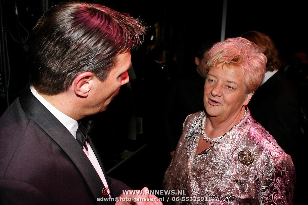NLD/Amsterdam/200801010 - Premiere Sunset Boulevard, Jan Uriot in gesprek met Erica Terpstra