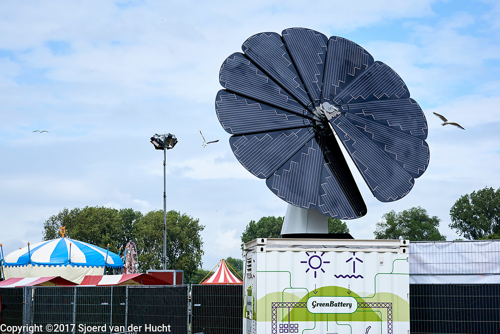 Greenbattery zorgt voor energie tijdens Parkpop - Greenbattery supplies energy during a festival called Parkpop in The Hague, Netherlands