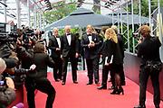 Wereldpremiere theatervoorstelling ANNE , een voorstelling over het leven van Anne Frank  in het Theater Amsterdam. <br /> <br /> World Premiere ANNE theater, a show about the life of Anne Frank in Amsterdam Theatre.<br /> <br /> Op de foto / On the photo: <br />  Koning Willem-Alexander, met o.a. burgemeester Amsterdam Eberhard van der Laan<br /> <br /> King Willem-Alexander, with also Amsterdam Mayor Eberhard van der Laan