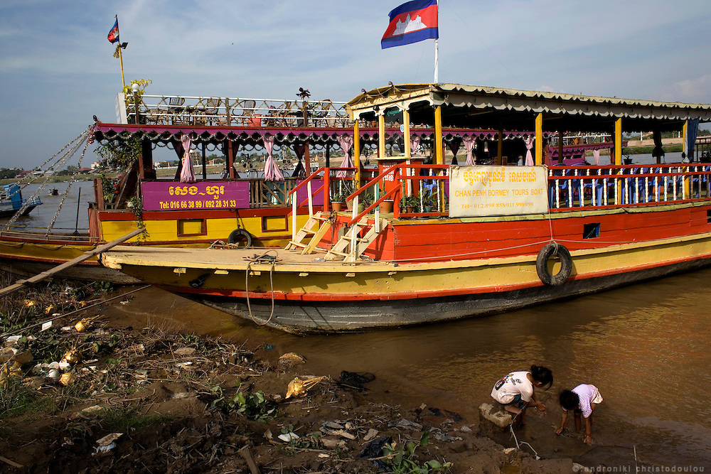 boat-bars that every night cruse Tonle Sap river along Phnom Penh. Many prostitutes meet clients in those bars