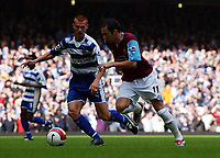 Photo: Olly Greenwood.<br />West Ham United v Reading. The Barclays Premiership. 01/10/2006. West Ham United's Matthew Etherington and Reading's Steve Sidwell