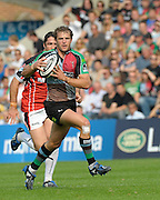 Twickenham, GREAT BRITAIN,  Harlequins's Nick EVANS, running with the ball during the Guinness Premiership game, Harlequins vs Saracens, at The Stoop Stadium, Surrey on Sat. 19.09.2009.  [Photo. Peter Spurrier/Intersport-images]