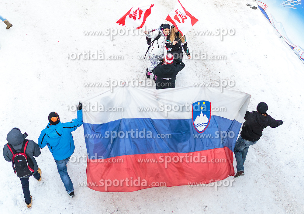 16.01.2016, Kulm, Bad Mitterndorf, AUT, FIS Skiflug WM, Kulm, im Bild Österreichische und Slowenische Fans mit den Nationalflaggen // Austrian and Slovenian Fans cheers each other during FIS Ski Flying World Championships at the Kulm in Bad Mitterndorf, Austria on 2016/01/16. EXPA Pictures © 2016, PhotoCredit: EXPA/ JFK