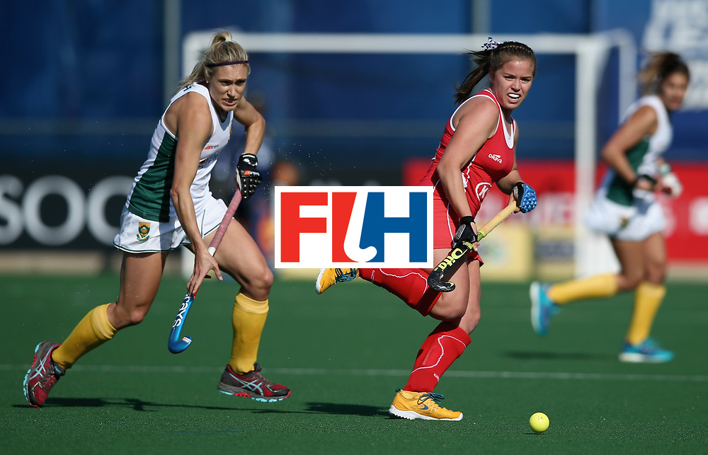 JOHANNESBURG, SOUTH AFRICA - JULY 14: Kim Jacob of Chile and Shelley Jones of South Africa battle for possession during day 4 of the FIH Hockey World League Semi Finals Pool B match between Chile and South Africa at Wits University on July 14, 2017 in Johannesburg, South Africa. (Photo by Jan Kruger/Getty Images for FIH)