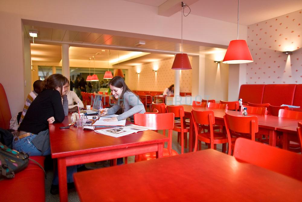 Nieuwe kantine in het academiegebouw van de RuG in Groningen, Netherlands on February  24, 2009. (photo by Michel de Groot)