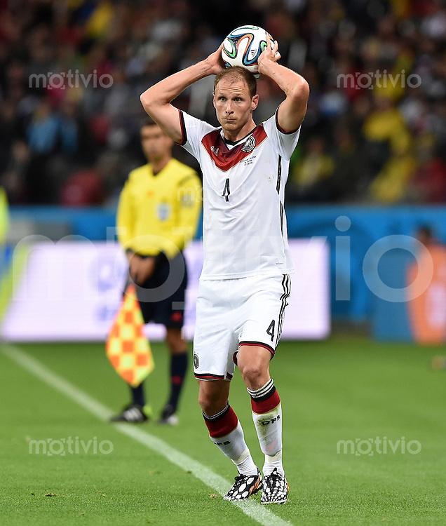 FUSSBALL WM 2014                ACHTELFINALE Deutschland - Algerien               30.06.2014 Benedikt Hoewedes (Deutschland) beim Einwurf