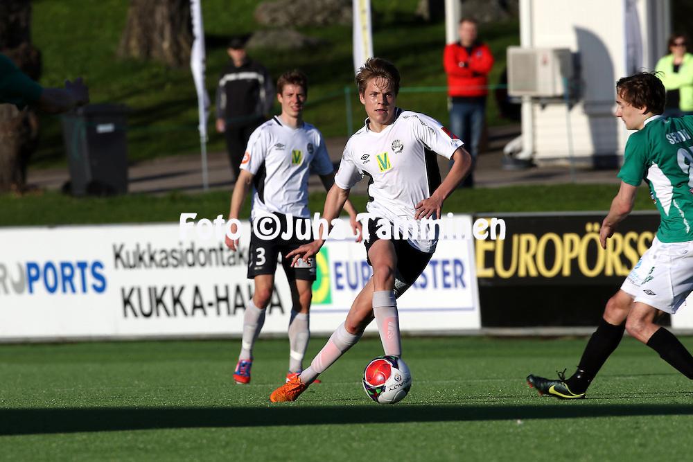 21.5.2015, Tehtaan kentt&auml;, Valkeakoski.<br /> Ykk&ouml;nen 2015.<br /> FC Haka - Eken&auml;s IF.<br /> Niilo M&auml;enp&auml;&auml; - Haka
