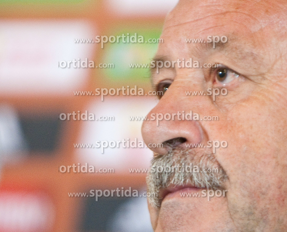 28.05.2010, Hotel Europa, Innsbruck, AUT, FIFA Worldcup Vorbereitung, Pressekonferenz Spanien, im Bild Vicente del Bosque, Headcoache, EXPA Pictures © 2010, PhotoCredit: EXPA/ J. Groder / SPORTIDA PHOTO AGENCY