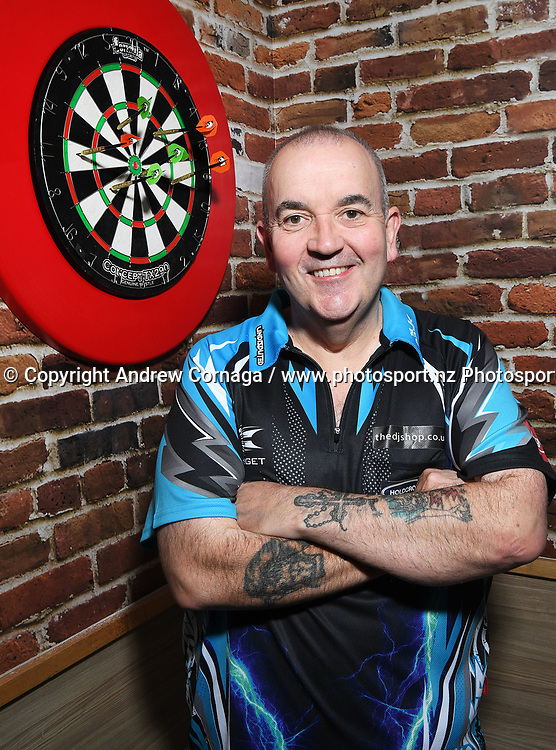 Phil &quot; the power&quot; Taylor.<br /> Auckland Darts Masters press conference and draw. Professional Darts Corporation (PDC). Burger King, Auckland, New Zealand. Thursday 10 August 2017. &copy; Copyright photo: Andrew Cornaga / www.photosport.nz