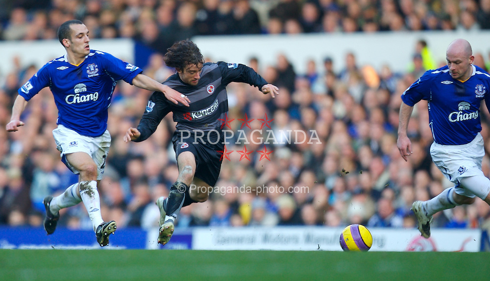 LIVERPOOL, ENGLAND - Saturday, February 9, 2008: Everton's Leon Osman and Reading's Stephen Hunt during the Premiership match at Goodison Park. (Photo by David Rawcliffe/Propaganda)