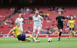 Louise Quinn of Arsenal tackles Giulia Gwinn of Bayern Munich - Mandatory by-line: Arron Gent/JMP - 28/07/2019 - FOOTBALL - Emirates Stadium - London, England - Arsenal Women v Bayern Munich Women - Emirates Cup