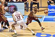 DESCRIZIONE : Supercoppa 2015 Semifinale Olimpia EA7 Emporio Armani Milano - Umana Reyer Venezia<br /> GIOCATORE : Phil Goss<br /> CATEGORIA : Palleggio Blocco<br /> SQUADRA : Umana Reyer Venezia<br /> EVENTO : Supercoppa 2015<br /> GARA : Olimpia EA7 Emporio Armani Milano - Umana Reyer Venezia<br /> DATA : 26/09/2015<br /> SPORT : Pallacanestro <br /> AUTORE : Agenzia Ciamillo-Castoria/GiulioCiamillo