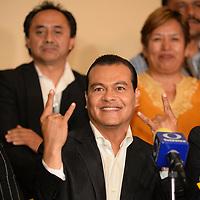 Toluca, México (Mayo 09, 2017).-  Juan Zepeda, candidato del PRD a la gubernatura del Estado de México ofrecio un mensaje ante medios de comunicación al termino del segundo debate entre candidatos organizado por el IEEM. Agencia MVT / Crisanta Espinosa.