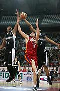 DESCRIZIONE : Roma Lega A1 2008-09 Lottomatica Virtus Roma La Fortezza Virtus Bologna<br /> GIOCATORE : Roberto Gabini <br /> SQUADRA : Lottomatica Virtus Roma<br /> EVENTO : Campionato Lega A1 2008-2009 <br /> GARA : Lottomatica Virtus Roma La Fortezza Virtus Bologna<br /> DATA : 30/11/2008 <br /> CATEGORIA : rimbalzo<br /> SPORT : Pallacanestro <br /> AUTORE : Agenzia Ciamillo-Castoria/E.Castoria